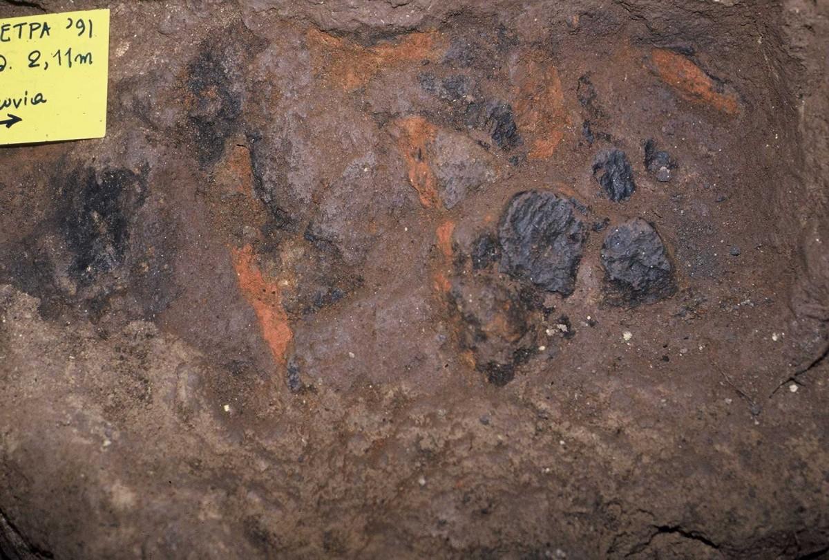 Εικ. 32. Συνδυασμός πηλών και φωτιάς σε ύστερα παλαιολιθικά στρώματα.