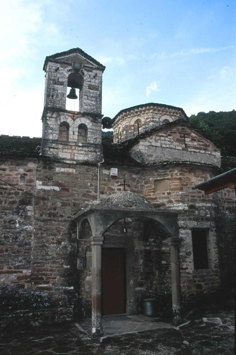Εικ. 5. Άποψη της δυτικής πλευράς της Ι.Μ. Γενεθλίου της Θεοτόκου ή Μουχουστίου. (Προσωπική συλλογή Άγγελου Σινάνη.)
