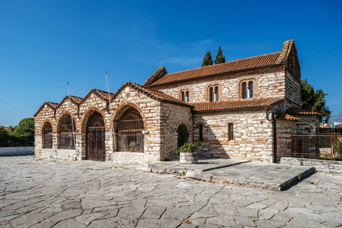 Ο βυζαντινός ναός της αγίας Θεοδώρας, στην Άρτα (φωτ. Εφορεία Αρχαιοτήτων Άρτας).
