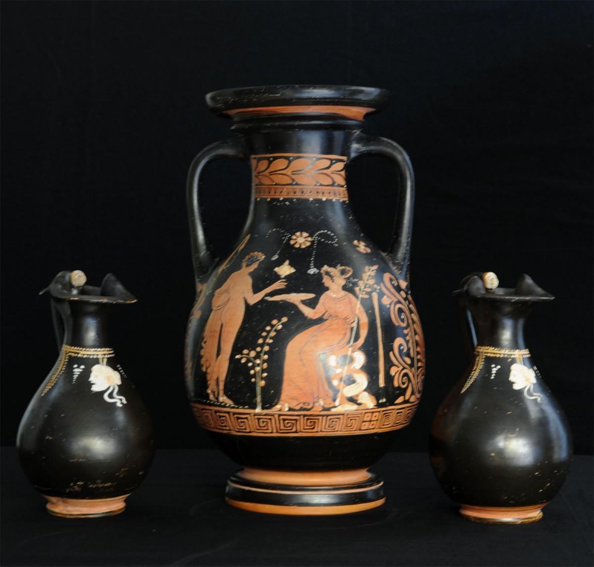 Στα 25 αρχαία αντικείμενα που επιστράφηκαν στην Ιταλία περιλαμβάνονται αγγεία, τοιχογραφίες και χειρόγραφα (φωτ. CARABINIERI CC TPC ROMA).