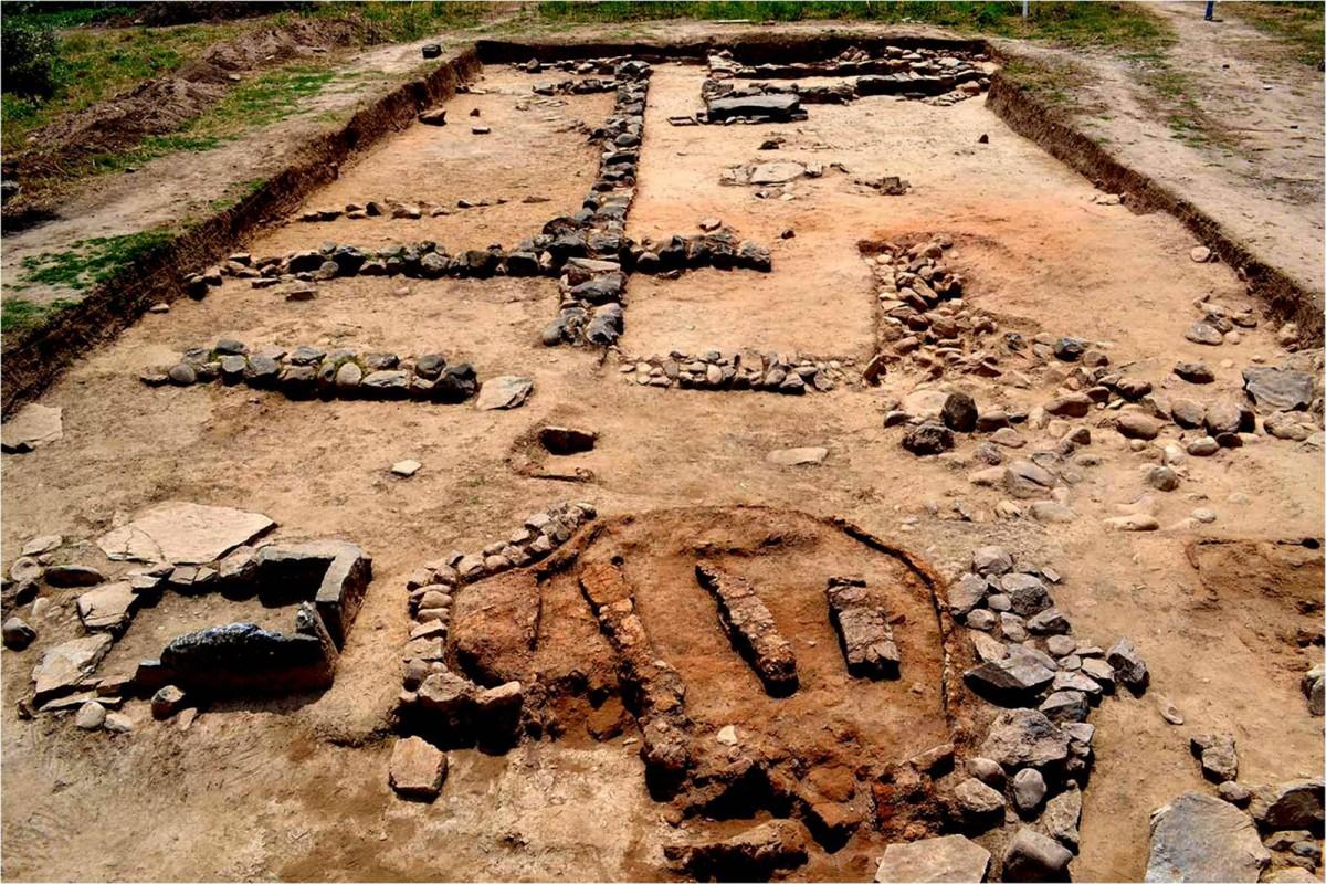 Πλάσι Μαραθώνα: κτίσματα και κεραμικός κλίβανος της προϊστορικής εποχής (φωτ. ΕΚΠΑ).