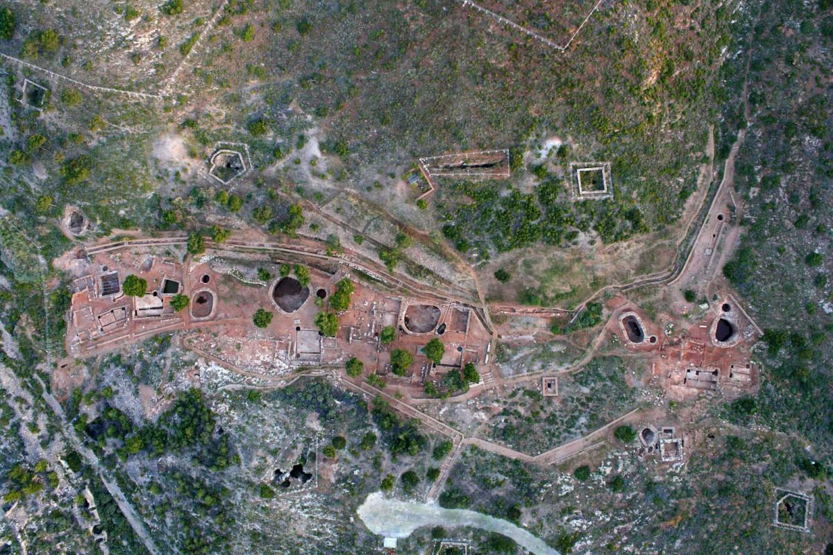 Εργαστήριο επεξεργασίας αργύρου και μολύβδου. Αρχαιολογικός Χώρος στη θέση Σούριζα Λαυρεωτικής (φωτ. αρχείο ΕΦΑ Ανατολικής Αττικής).