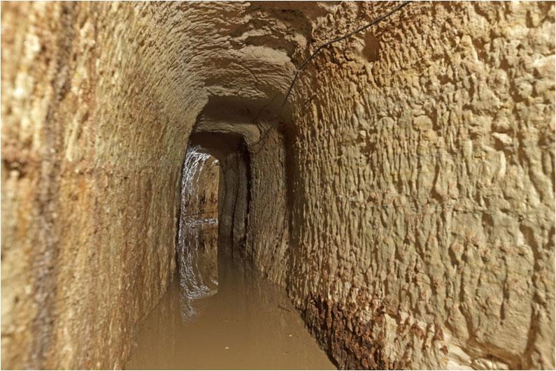 Αρχαιολογική έρευνα των αρχαίων συστημάτων ύδρευσης του Πειραιά στο πλαίσιο των έργων του Μετρό (φωτ. Εφορεία Αρχαιοτήτων Δυτικής Αττικής, Πειραιώς και Νήσων).