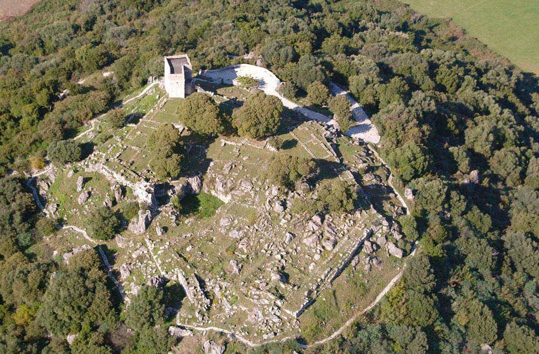 Ο αρχαιολογικός χώρος του Πύργου Ραγίου.