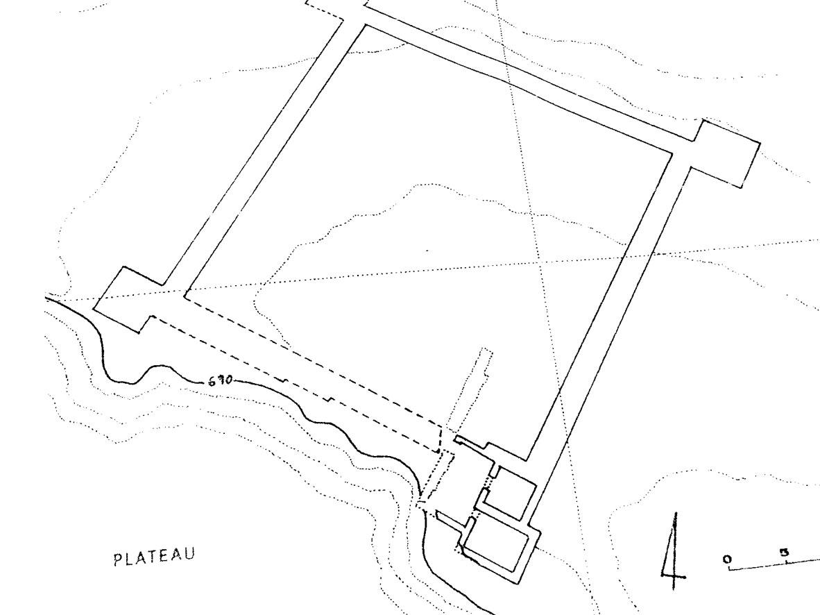 Εικ. 12. Πρινιάς: ελληνιστικό φρούριο με τετράγωνους πύργους.
