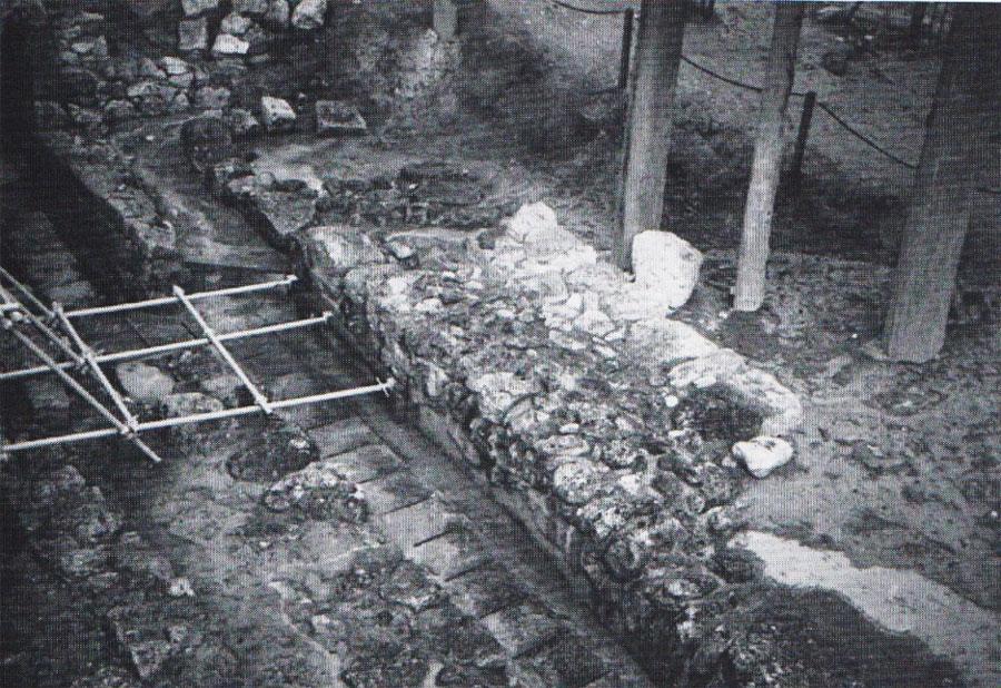 Εικ. 2. Κνωσός: οχυρωματικός περίβολος στα νότια του μινωικού ανακτόρου.