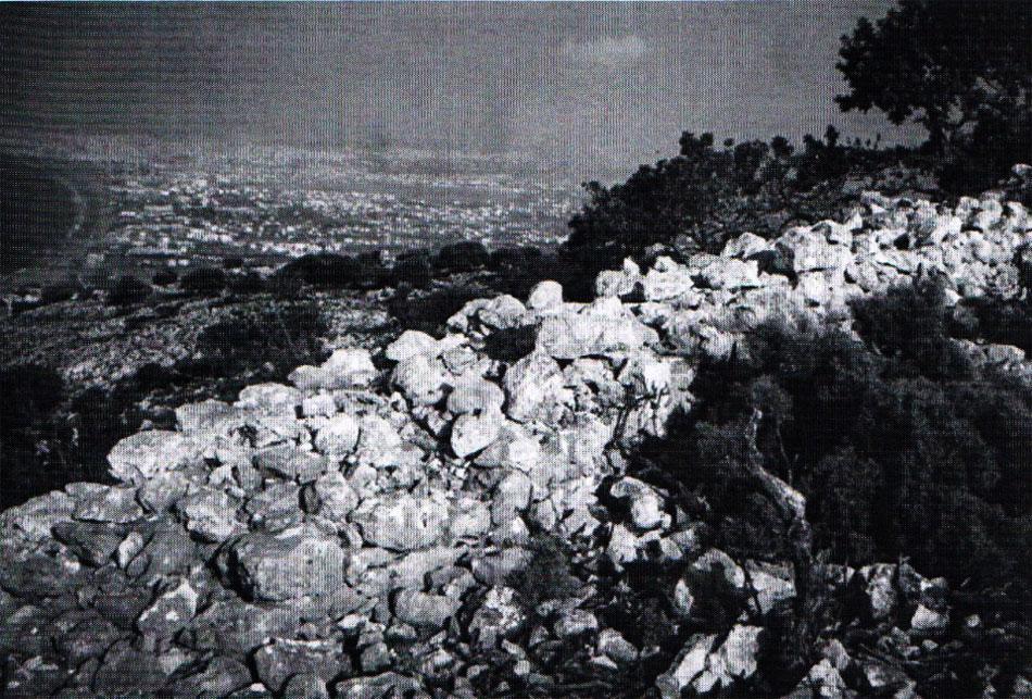 Εικ. 8. Καστροκεφάλα Ρογδιάς: μυκηναϊκός οχυρωματικός περίβολος.