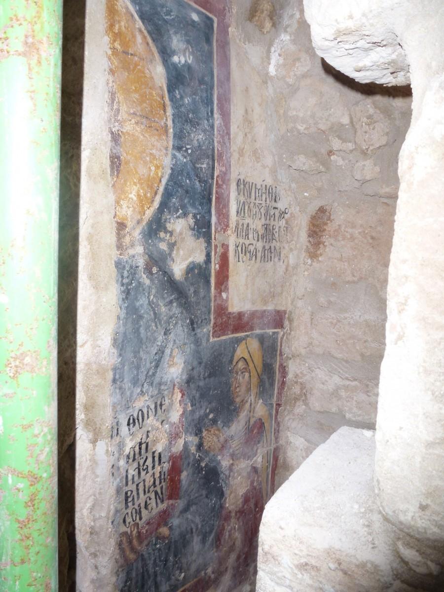 Τοιχογραφία, η οποία παριστάνει τον Χριστό και δεόμενη δωρήτρια, του 16ου αιώνα, αποκαλύφθηκε στο δυτικό αψίδωμα του νότιου τοίχου (φωτ. ΑΠΕ-ΜΠΕ).