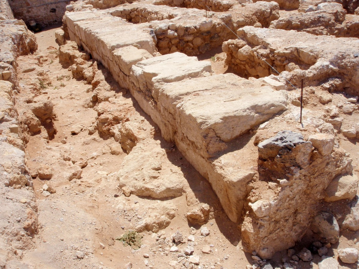 Εικ. 2. Πύργος του πρωτοβυζαντινού τείχους του Χάνδακα στη θέση Μπεντενάκι.