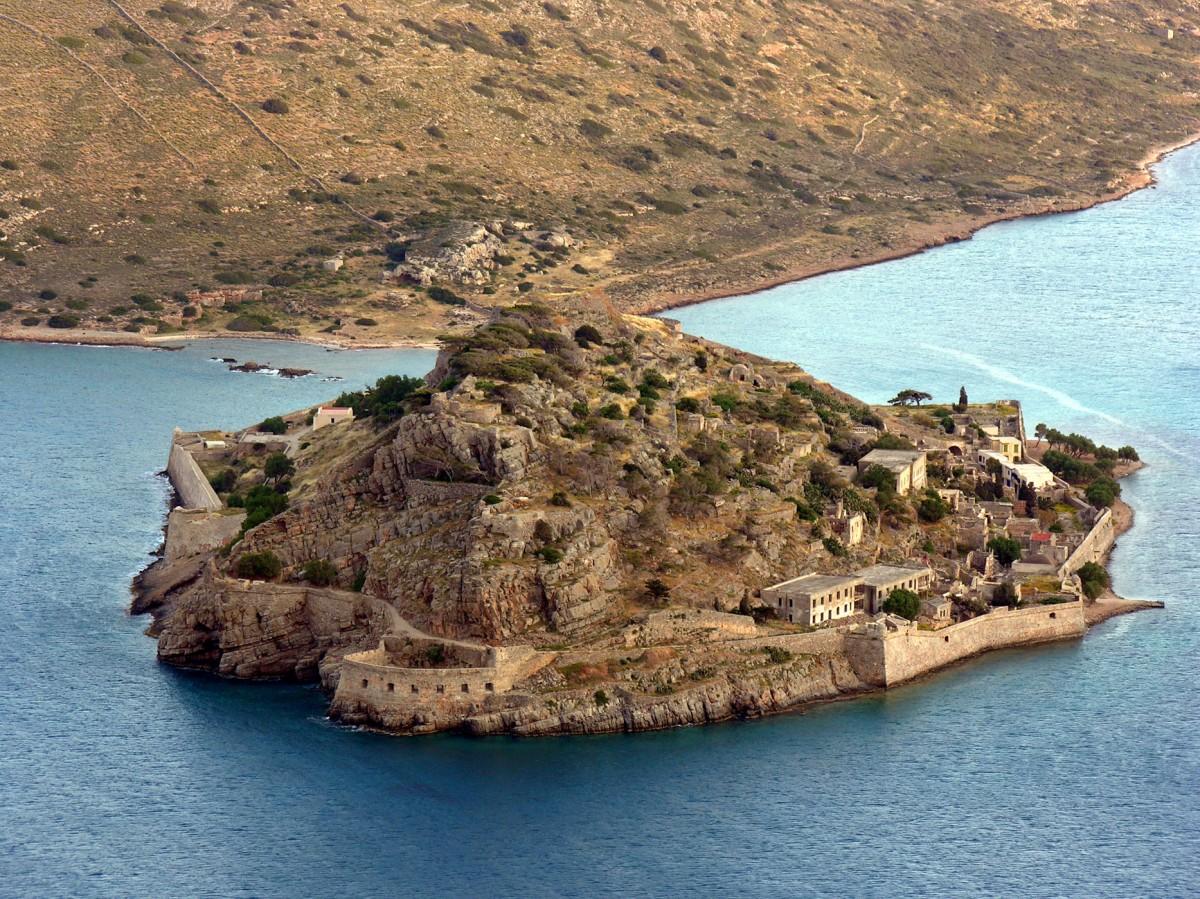 Εικ. 28. Η οχυρωμένη νησίδα Σπιναλόγκα από βορειοδυτικά.