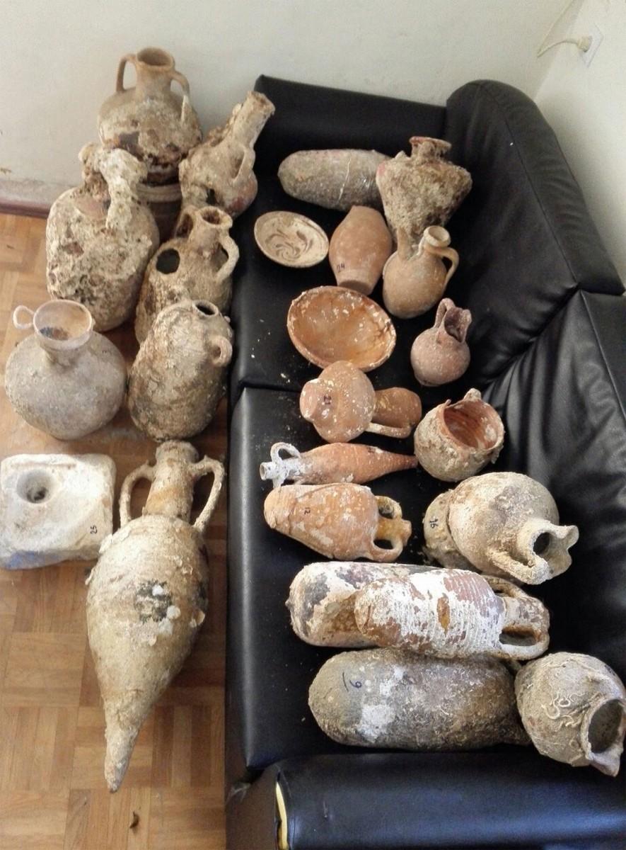 Πλήθος αρχαίων αντικειμένων είχε στην κατοχή της μια γυναίκα 65 ετών στην Κάλυμνο.