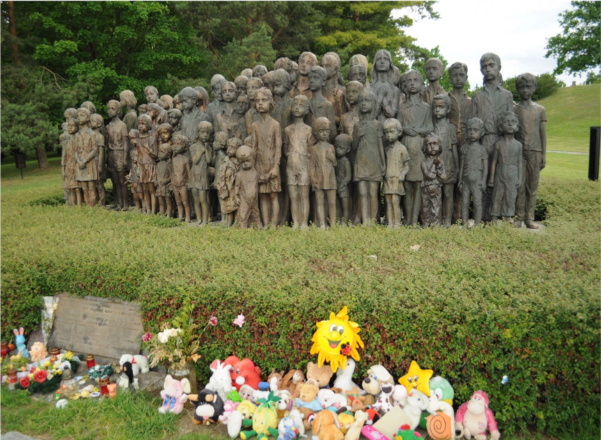 Εικ. 17. The Children of Lidice, Τσεχία: τα πρώτα αγάλματα τοποθετήθηκαν το 1989 και το 2000 προστέθηκαν τα τελευταία.