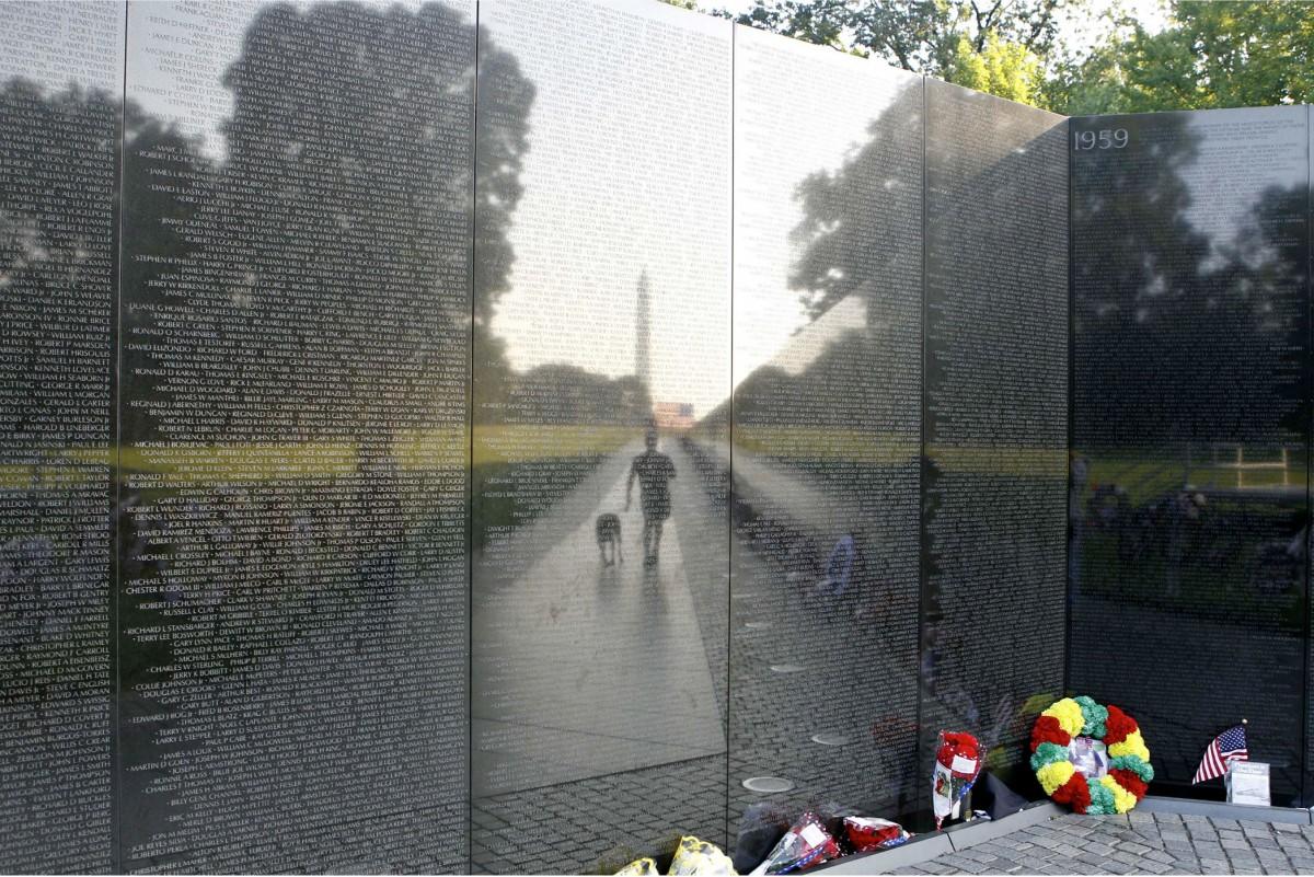 Εικ. 19. Vietnam Veterans Memorial, Washington. Ο σχετικός διαγωνισμός έγινε το 1982 και είχε 1.421 συμμετοχές.