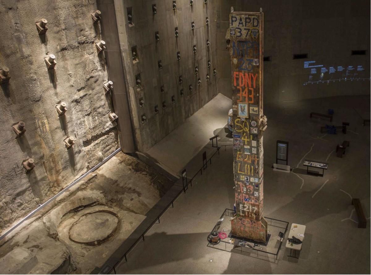 Εικ. 5. The National September 11 Memorial Museum, τεκμήρια της μνήμης στον υπόγειο εκθεσιακό χώρο, Νέα Υόρκη 2014.