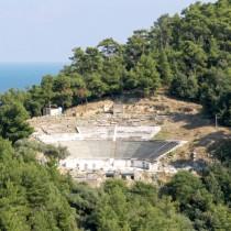 Με μάρμαρο Θάσου θα «ντυθεί» ξανά το αρχαίο θέατρο του νησιού