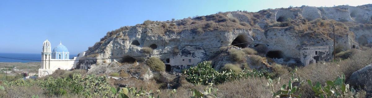 Θηρασία: Ο εγκαταλελειμμένος υπόσκαφος οικισμός της Αγριλιάς (φωτ. ΑΠΘ).