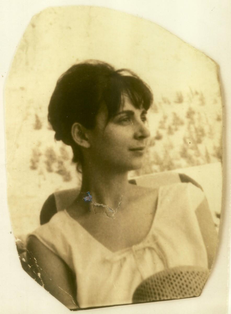 Εικ. 2. Έφη Σαπουνά, 1965 (φωτ.: Μιλτιάδης .Σαπουνάς).