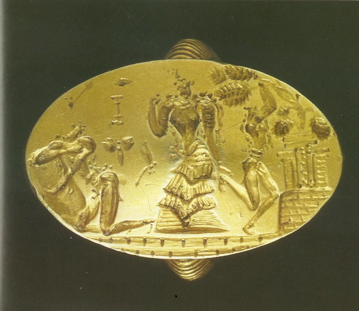 Εικ. 35. Το χρυσό δαχτυλίδι των Αρχανών. Βρέθηκε στο νεκροταφείο Φουρνί, ακουμπισμένο στο στήθος της νεκρής. Ύστερη Εποχή του Χαλκού (1600-1500 π.Χ.). Αρχαιολογικό Μουσείο Ηρακλείου, ΑΕ 989.
