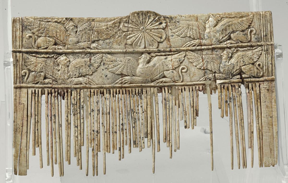 Ελεφάντινο κτένι, ΕΑΜ - Τμήμα Συλλογών Προϊστορικών, Αιγυπτιακών, Κυπριακών και Ανατολικών Αρχαιοτήτων, αρ. ευρ. Π 2044