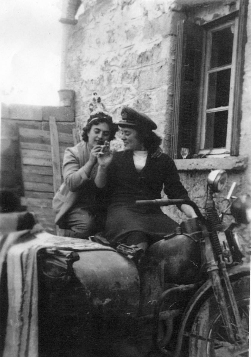 Εικ. 14. Καθημερινές στιγμές. Υφαντουργείο Χατζηασλάνη, 1956.