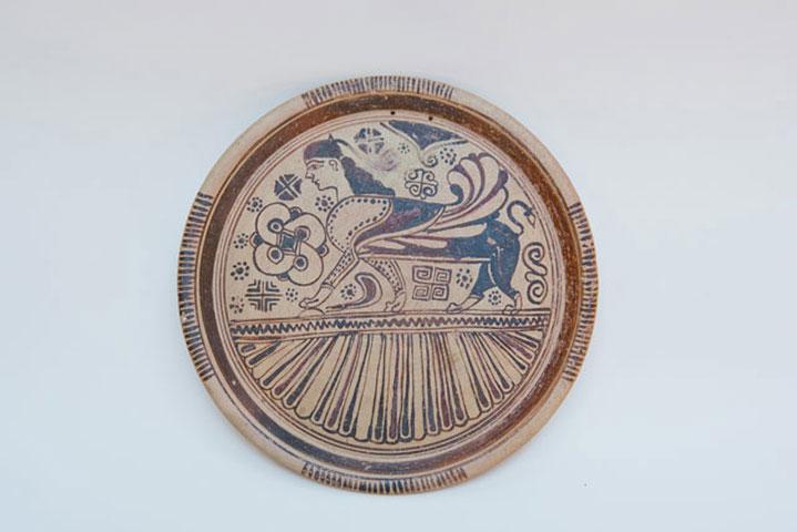 Πινάκιο του ρυθμού των Αιγάγρων. 600-570 π.Χ. Προέρχεται πιθανώς από τη Νίσυρο. Βρέθηκε σε τάφο της Καμίρου. Αρχαιολογικό Μουσείο Ρόδου.
