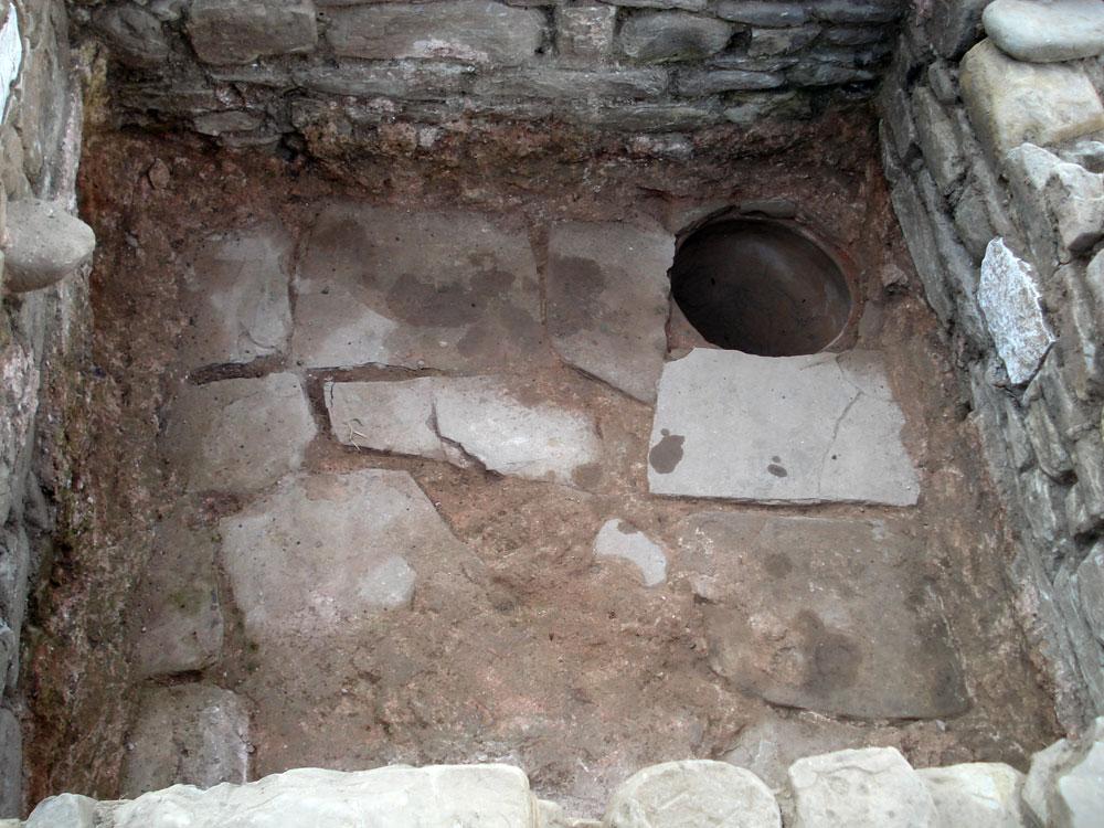 Άποψη του εσωτερικού του ληνού (φωτ. Εφορεία Αρχαιοτήτων Άρτας).