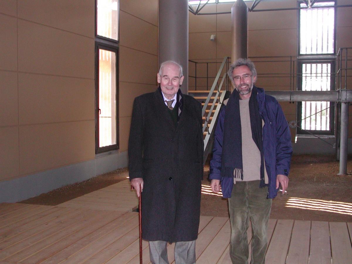Στο Μαραθώνα το 2007, ο Αλέξανδρος Μαζαράκης Αινιάν με τον καθηγητή του, Nicolas Coldsream (φωτ. Βίκυ Βλάχου).