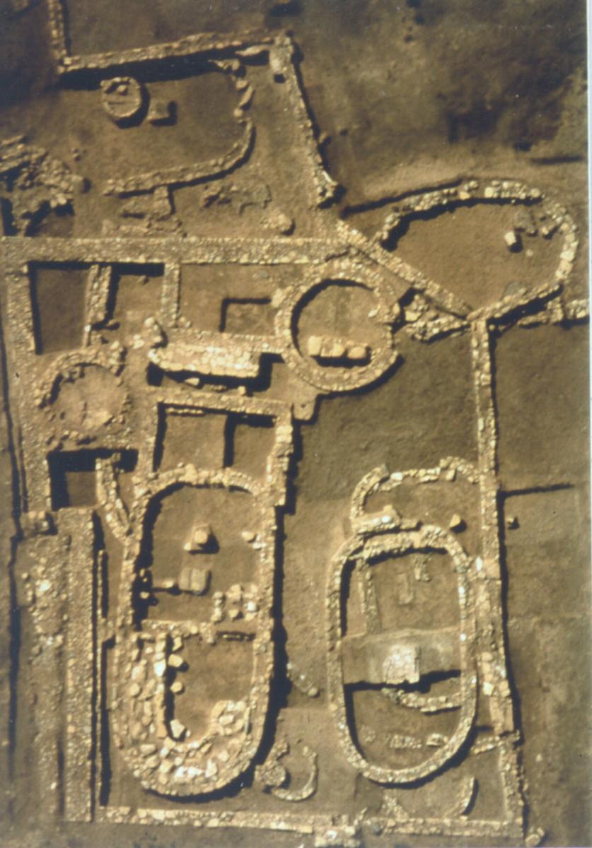 Σκάλα Ωρωπού. Οικοδομήματα των γεωμετρικών χρόνων (φωτ. Κωνσταντίνος Μαζαράκης Αινιάν, 1998).