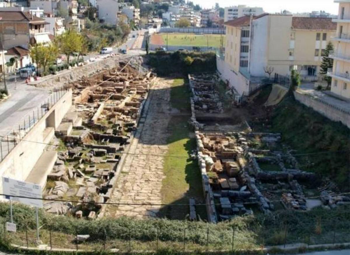 Άποψη τμήματος της Δυτικής Νεκρόπολης Αμβρακίας από ΒΔ (φωτ. Εφορεία Αρχαιοτήτων Άρτας).