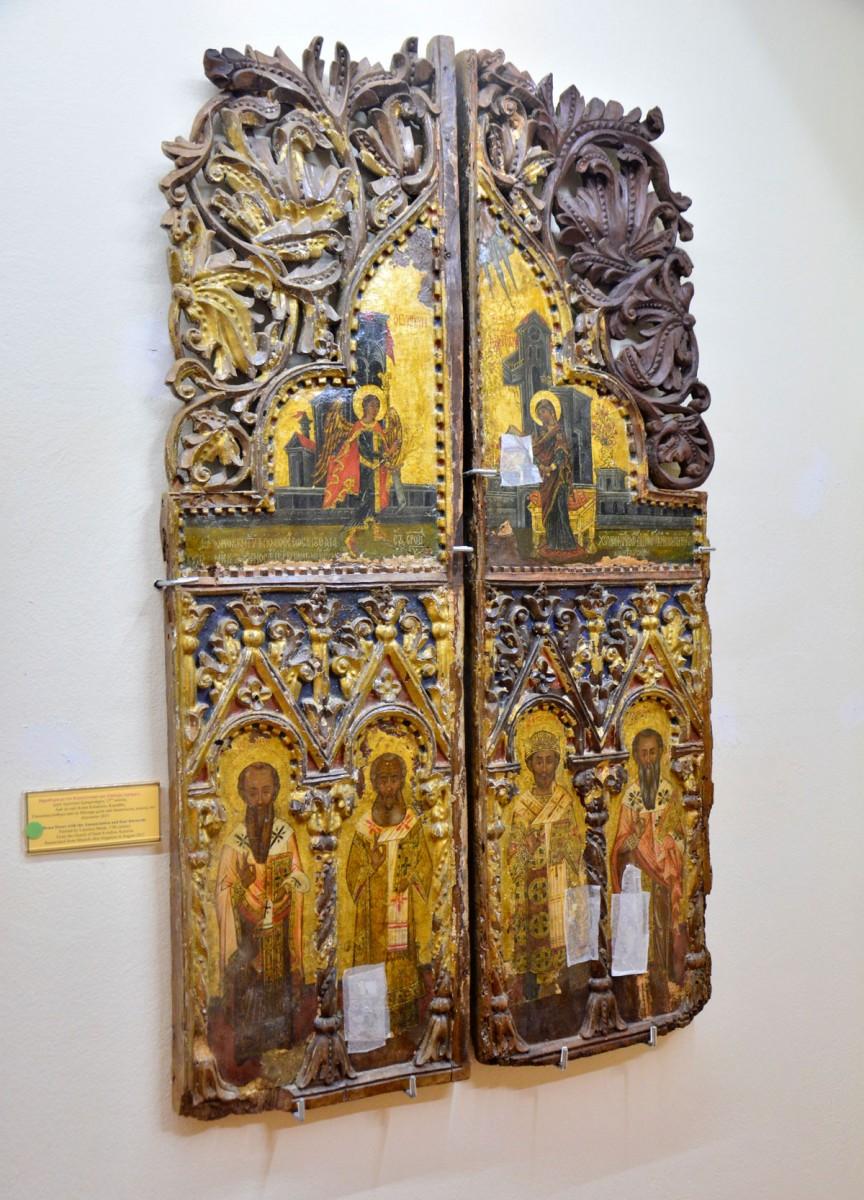 Βημόθυρα με τον Ευαγγελισμό και τέσσερις ιεράρχες, 17ος αι. Προέρχεται από τον ναό Αγίου Ευλαλίου στον Καραβά (Πηγή: ΑΠΕ-ΜΠΕ).