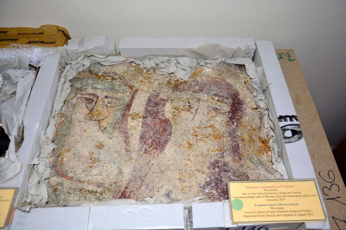 Σπάραγμα τοιχογραφίας με δύο μορφές (9ος αιώνας) από την Αγία Σολομονή στην Κώμα του Γιαλού (Πηγή: ΑΠΕ-ΜΠΕ).