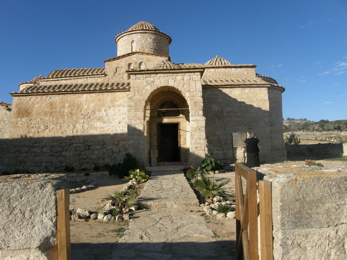 Ο ναός της Παναγίας Κανακαριάς εξωτερικά (φωτ. ΑΠΕ-ΜΠΕ / Βυζαντινό Μουσείο Ιδρύματος Αρχιεπισκόπου Μακαρίου Γ΄).
