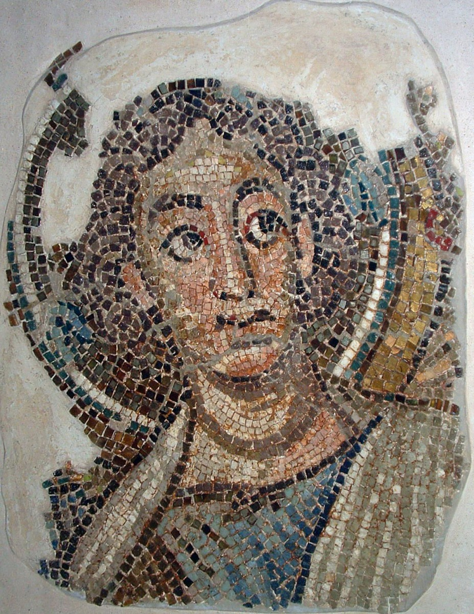Αρχάγγελος Μιχαήλ. Ψηφιδωτό από τον ναό της Παναγίας της Κανακαριάς. Λυθράγκωμη (φωτ. ΑΠΕ-ΜΠΕ / Βυζαντινό Μουσείο Ιδρύματος Αρχιεπισκόπου Μακαρίου Γ΄).