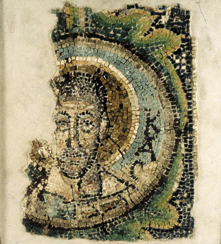 Ο Ευαγγελιστής Λουκάς. Ψηφιδωτό από τον ναό της Παναγίας της Κανακαριάς. Λυθράγκωμη (φωτ. ΑΠΕ-ΜΠΕ / Βυζαντινό Μουσείο Ιδρύματος Αρχιεπισκόπου Μακαρίου Γ΄).