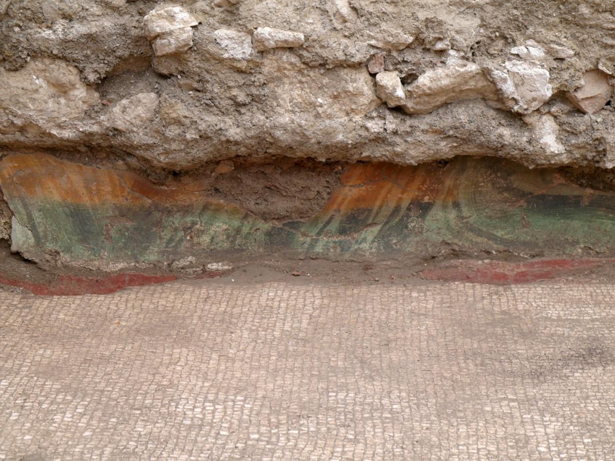 Εικ. 22. Τοιχογραφία in situ (τέλος 2ου-αρχές 3ου αι. μ.Χ.).