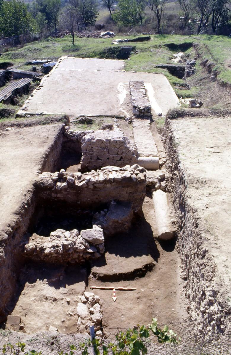 Εικ. 6. Λείψανα κτιρίων (2ος-τέλος 6ου αι. μ.Χ.).