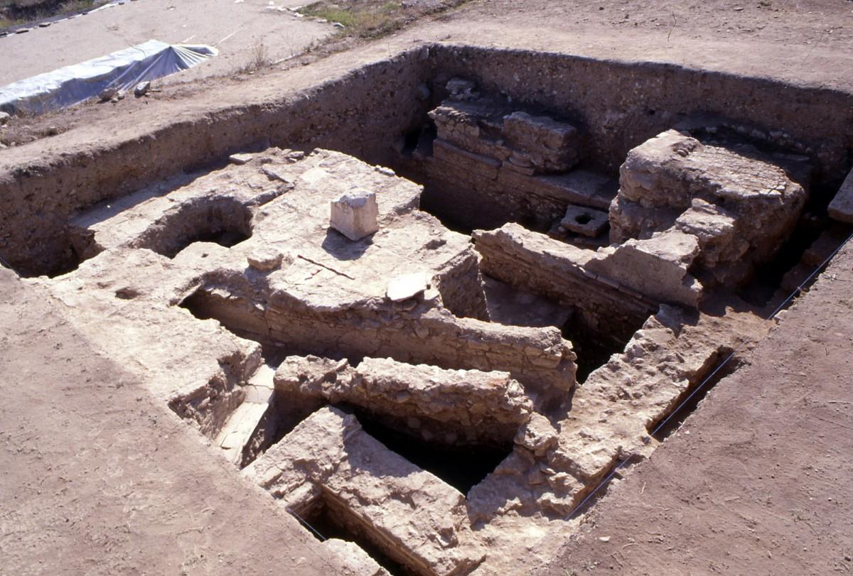 Εικ. 7. Δάπεδο κτιρίου με σύστημα αγωγών κάτω από αυτό (2ος αι. μ.Χ.).