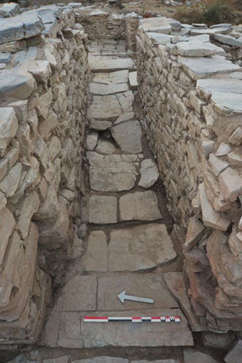 Άποψη της ανασκαφής στο συγκρότημα της Ζωμίνθου (φωτ. ΥΠΟΠΑΙΘ).