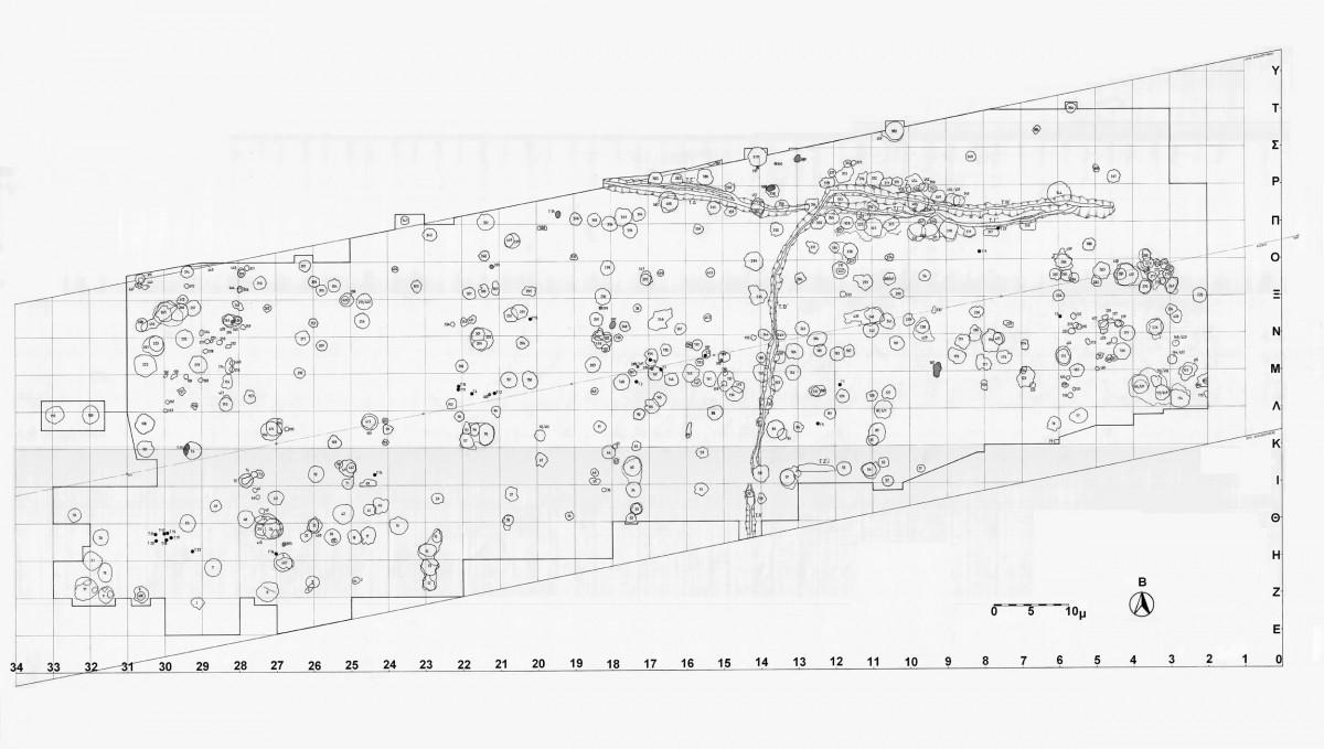 Εικ. 1. Σχέδιο των λάκκων, τάφρων και ταφών καύσεων που αποκαλύφθηκαν στα βορειοανατολικά όρια του νεολιθικού οικισμού της Τούμπας Κρεμαστής Κοιλάδας.