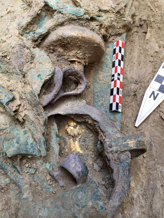 Ευρήματα από τον τάφο στον Άνω Εγκλιανό (φωτ. ΥΠΠΟΑ).