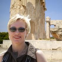 Η Γιούτα Στρόσεκ παρουσιάζει τις ανασκαφές στον Κεραμεικό
