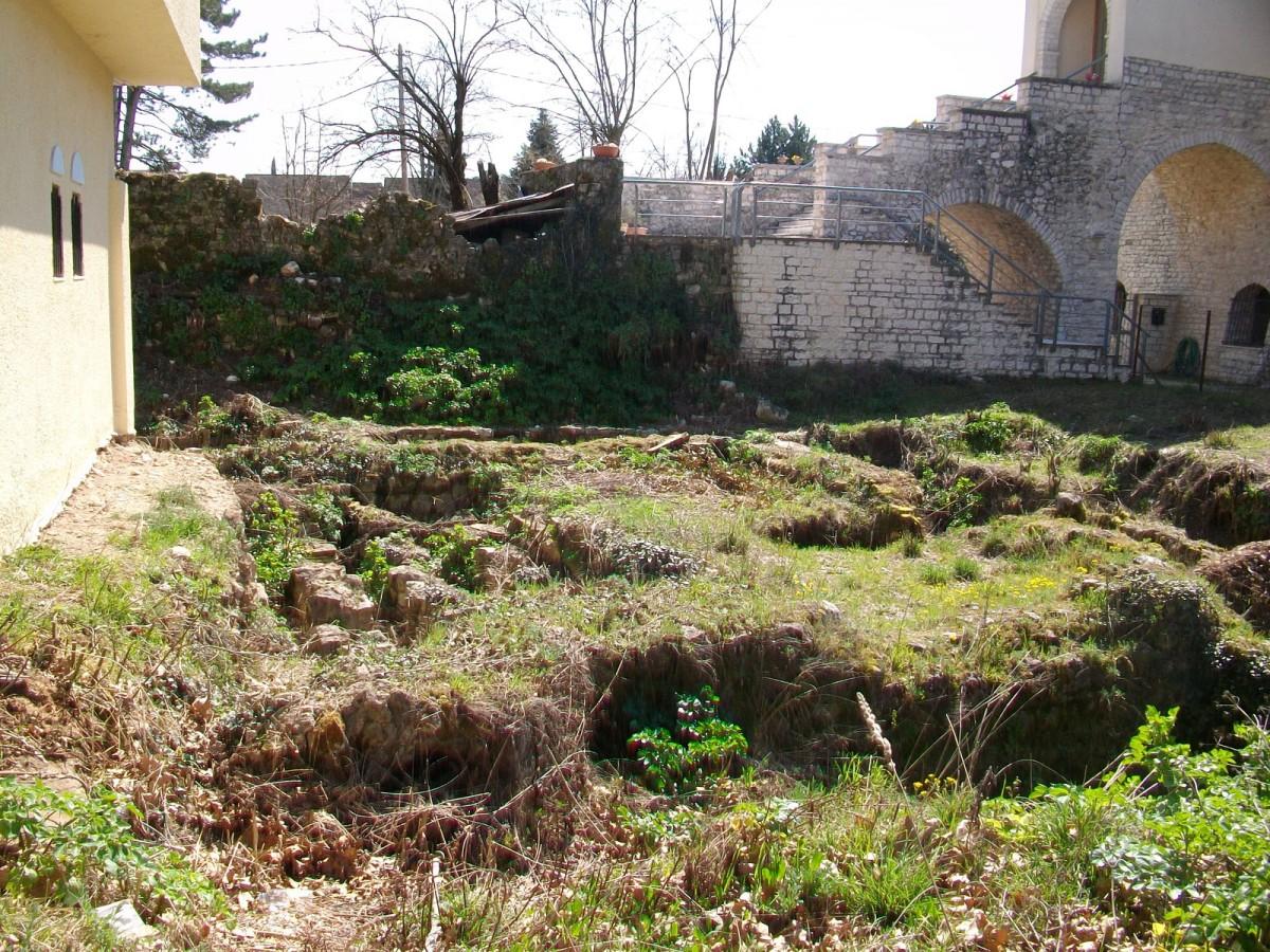 Εικ. 3. Άποψη, από βόρεια, του βυζαντινού λουτρού, όπως σώζεται σήμερα στο χώρο.
