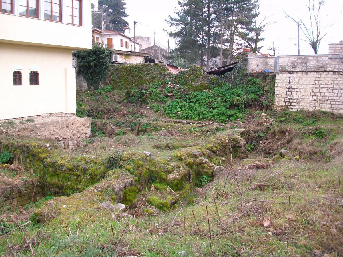 Εικ. 4. Άποψη, από ΒΔ, του βυζαντινού λουτρού, όπως σώζεται σήμερα στο χώρο.