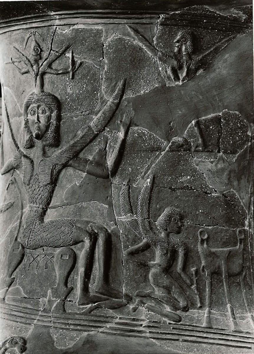 Λεπτομέρεια ανάγλυφου πίθου του 7ου αι. π.Χ. από την Τήνο: Η γέννηση της Αθηνάς από το κεφάλι του Δία. Από τη διατριβή του Π. Θέμελη για τα ταφικά μνημεία των πρώιμων ελληνικών χρόνων (Frügriechische Grabbauten, Mainz 1976).