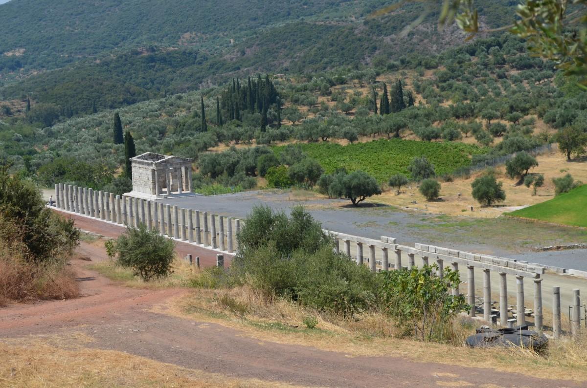 Αρχαία Μεσσήνη, το Ηρώο/Μαυσωλείο στο νότιο πέρας του Σταδίου.