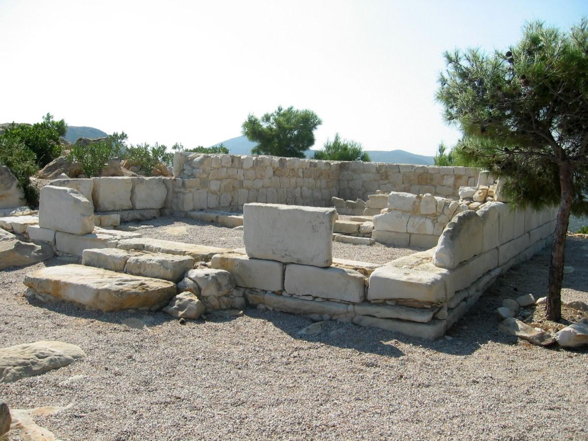 Εικ. 10. Ο ναός της Αθηνάς στην Ακρόπολη του Εμποριού.