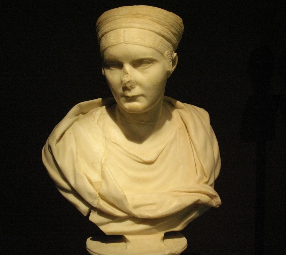 Εικ. 28. Προτομή της Σαβίνας, συζύγου του αυτοκράτορα Αδριανού. 128-137 μ.Χ. Πόλη της Χίου (Αγ. Ιάκωβος - οικόπεδο Λουτράρη).