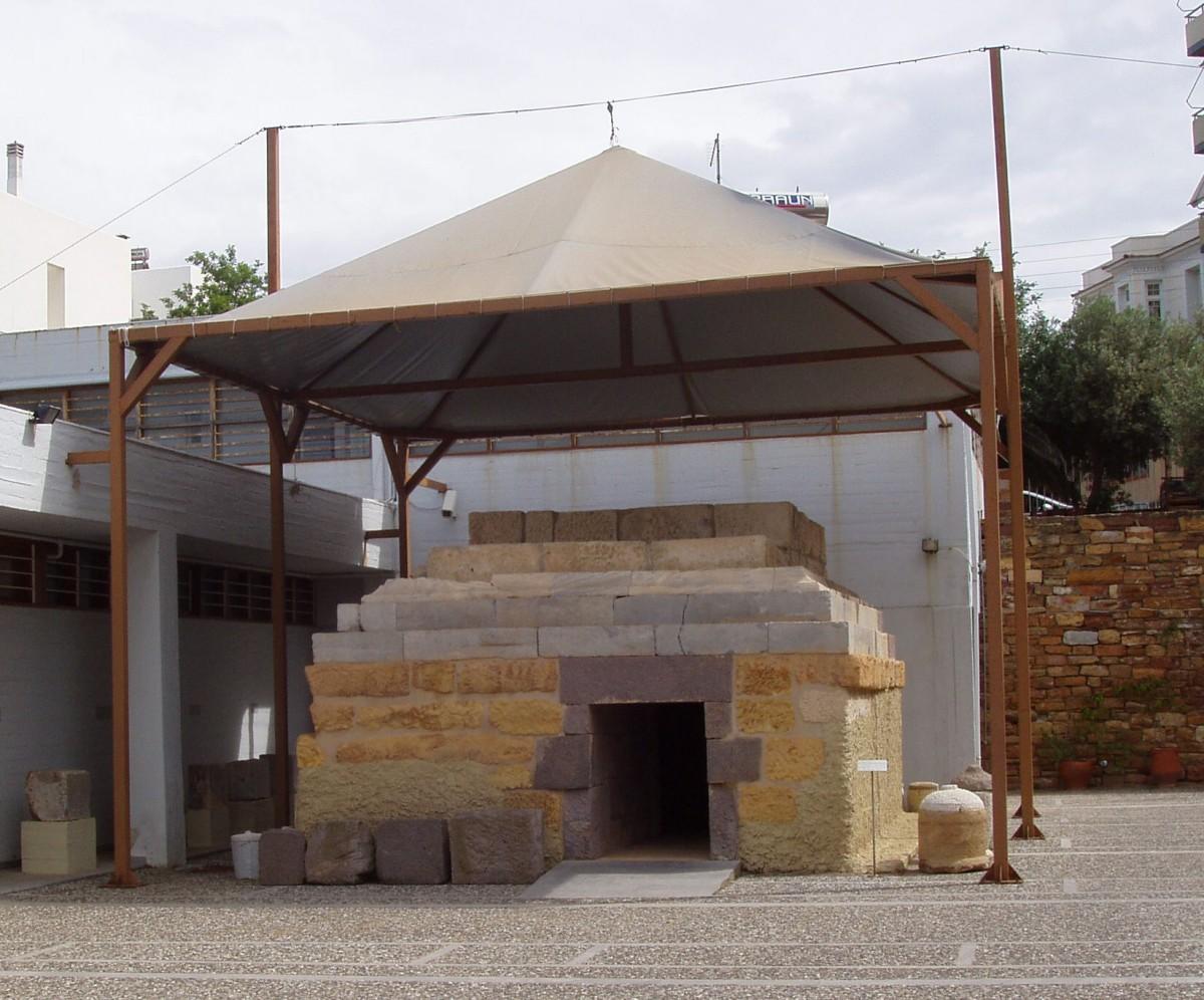 Εικ. 4. «Μακεδονικός» τάφος. 2ος αι. π.Χ. Πόλη της Χίου (Φραγκομαχαλάς, οικόπεδο Μύτη).