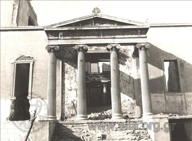 Εικ. 7. Το Βαρβάκειο, μετά την καταστροφή του κατά τα Δεκεμβριανά του 1944 (πηγή: Ε.Λ.Ι.Α).