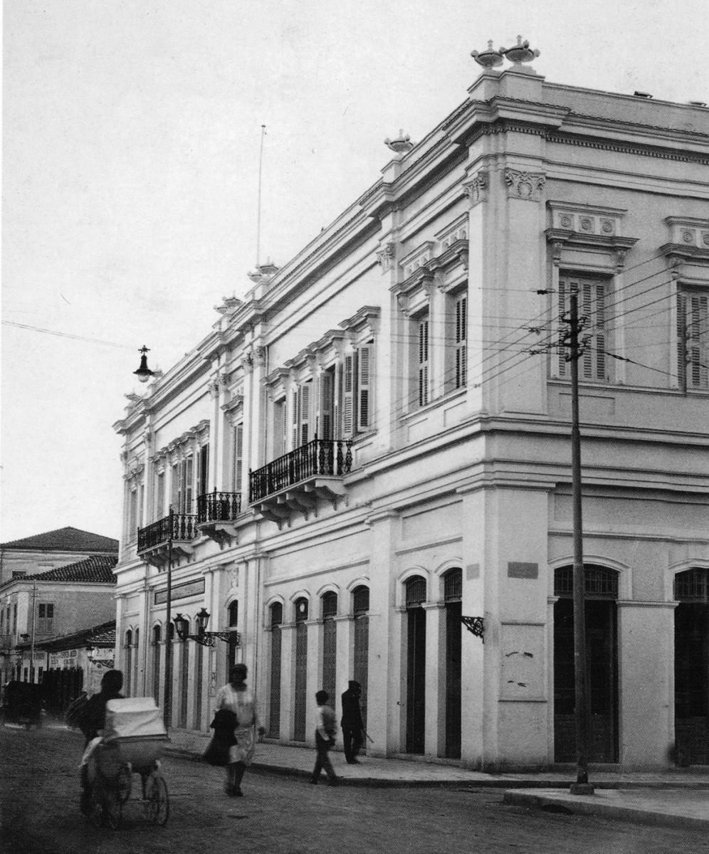 Εικ. 25. Πάτρα. Οδός Μαιζώνος, Οικία Μακρυγιάννη, όπου από το 1897 στεγάζεται το δημαρχείο της πόλης.